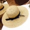 Летняя широкополая шляпа из соломки с длиной полей 10-12 см
