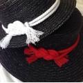 Летняя широкополая шляпа из соломки с длиной полей 10-12 см в цвете